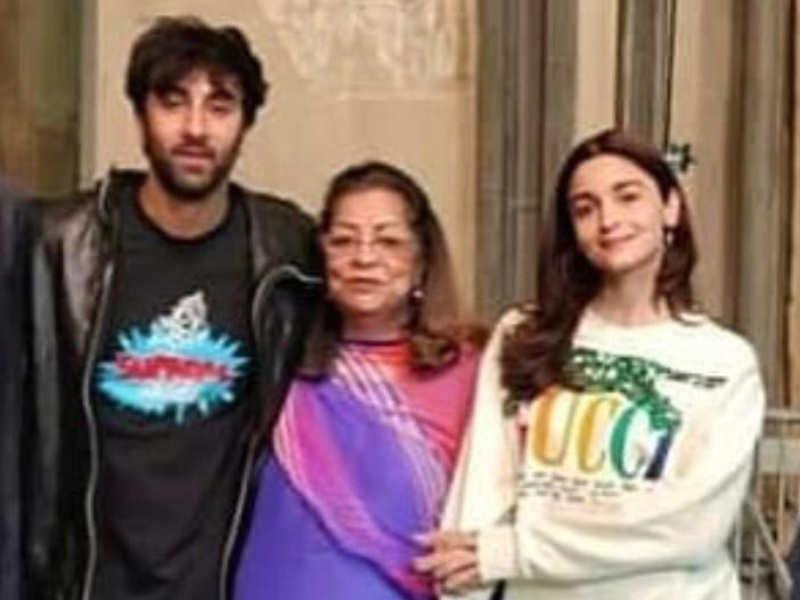 Ranbir Kapoor And Alia Bhatt Pose With Hiroo Johar On The