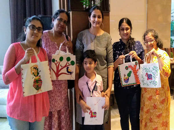 Mumbaikars enjoy an evening of Madhubani art