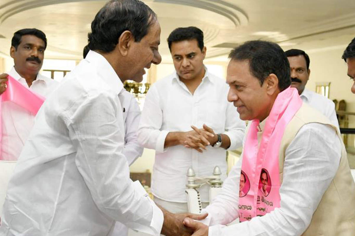 Ex-speaker Suresh Reddy gets grand welcome in TRS