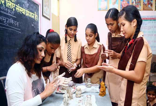 Shalley Kapoor teaching students to make clay idols of Lord Ganesh