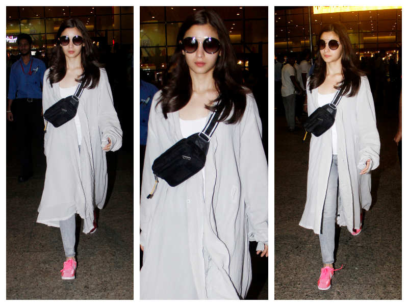 bb18717355d Photos  Alia Bhatt makes a style statement at the airport