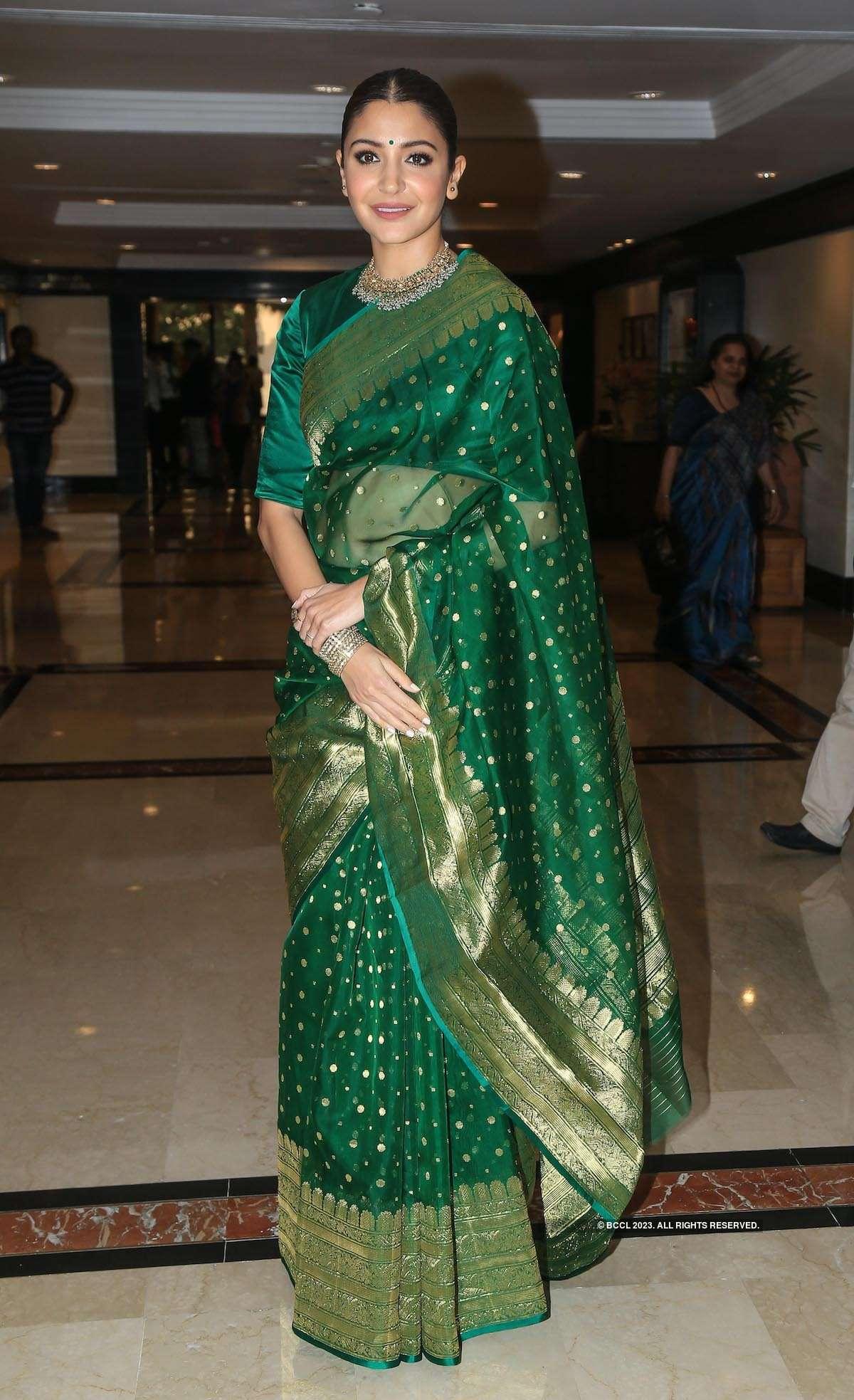 Anushka Sharma recieves Smita Patil award