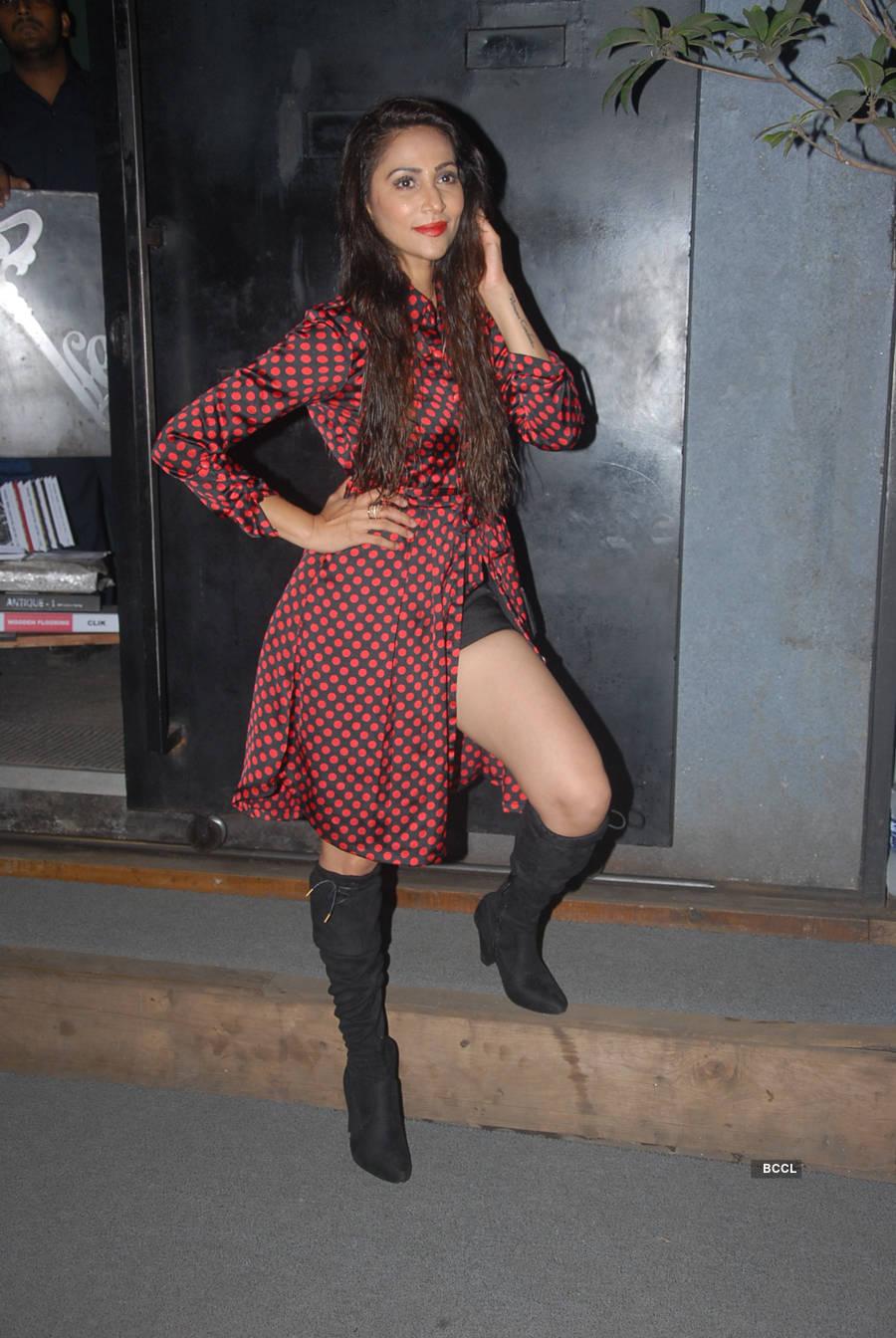 Actress Munisha Khatwani celebrates birthday with friends
