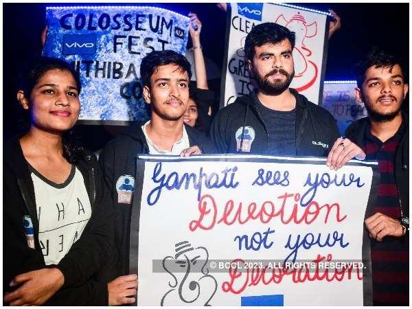 Students organised a flashmob to raise safety awareness during Ganpati Visarjan
