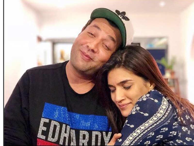 Varun dhawan and kriti sanon dating advice