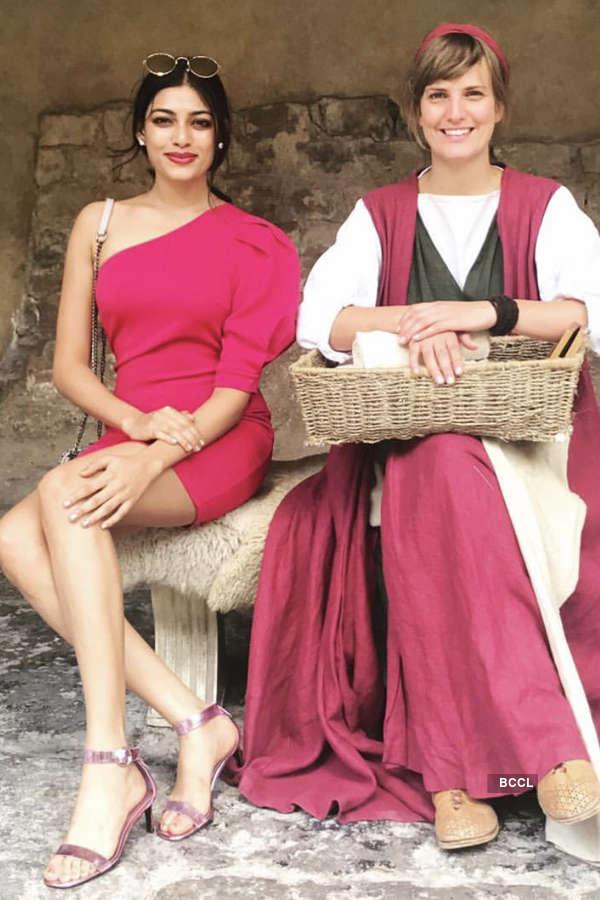 Naveli Deshmukh looks pretty in pink
