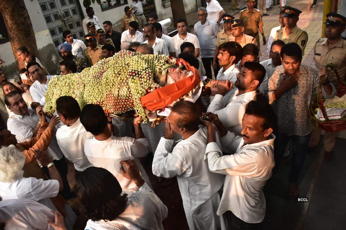 Bollywood celebrities join Kapoor family at Krishna Raj Kapoor's funeral