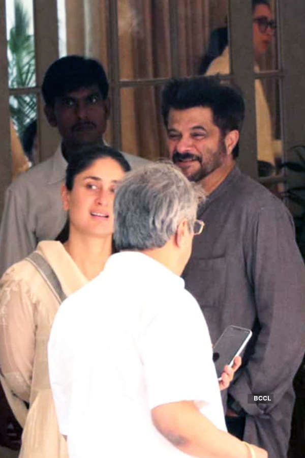 Kareena & Anil Kapoor get trolled for their smiling pictures at Krishna Raj Kapoor's funeral