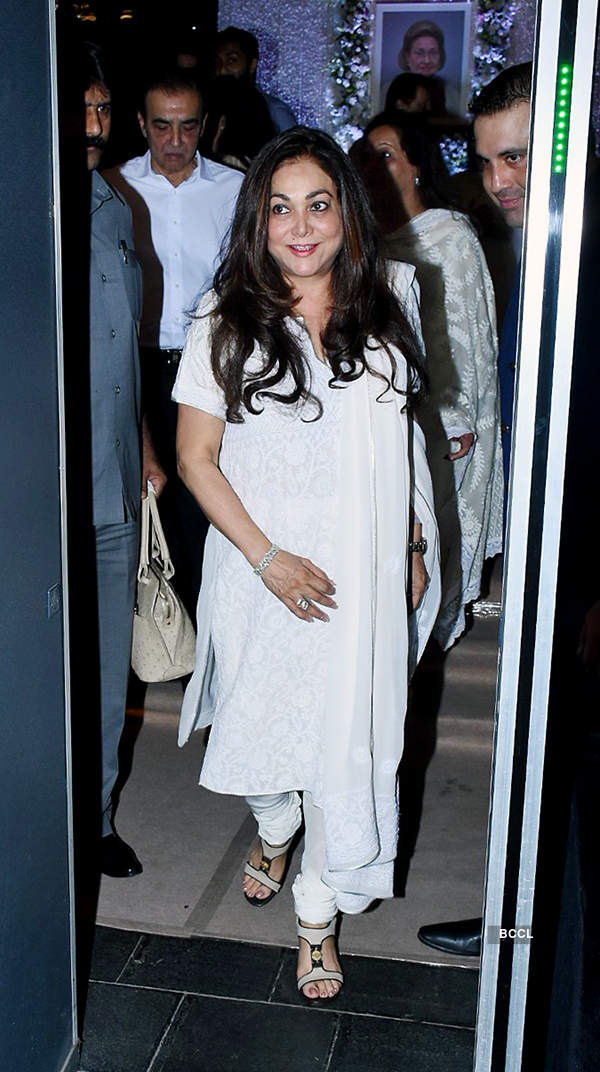 Bollywood celebrities join Kapoor khandaan at Krishna Raj Kapoor's prayer meet