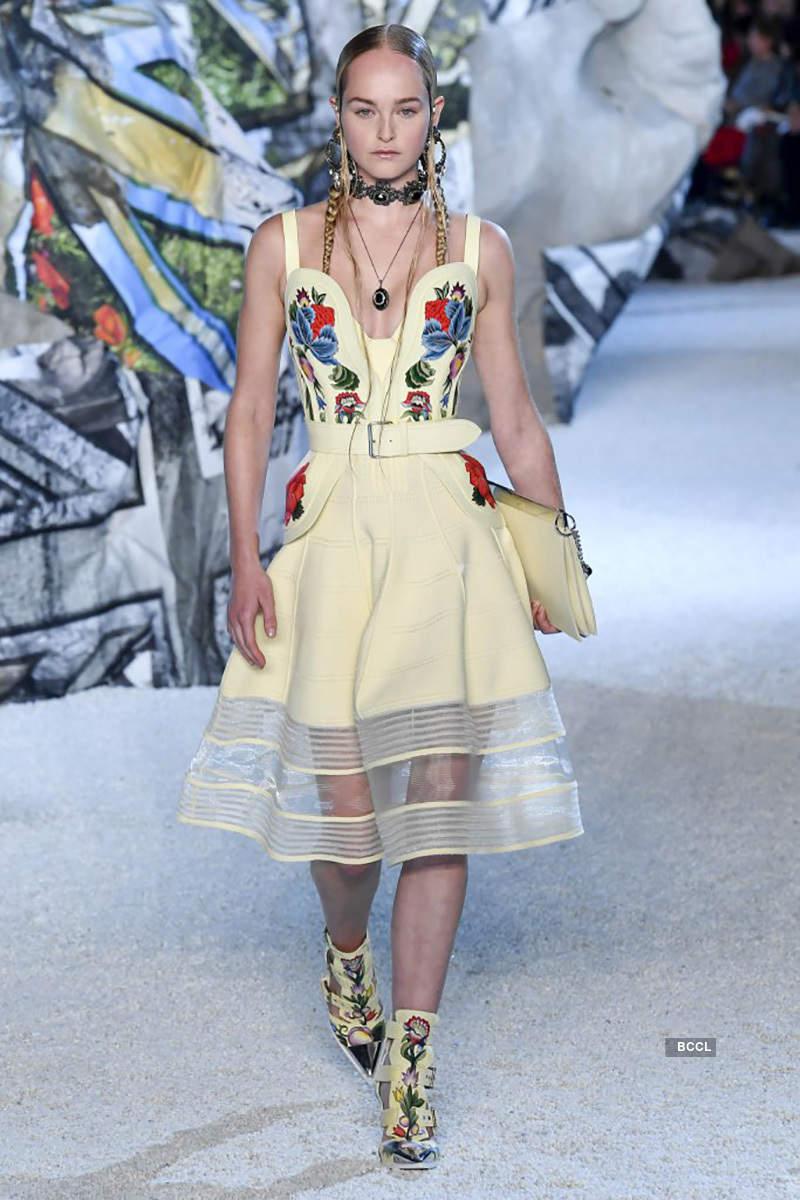 2019 Spring Ready-to-Wear Collection: Alexander McQueen