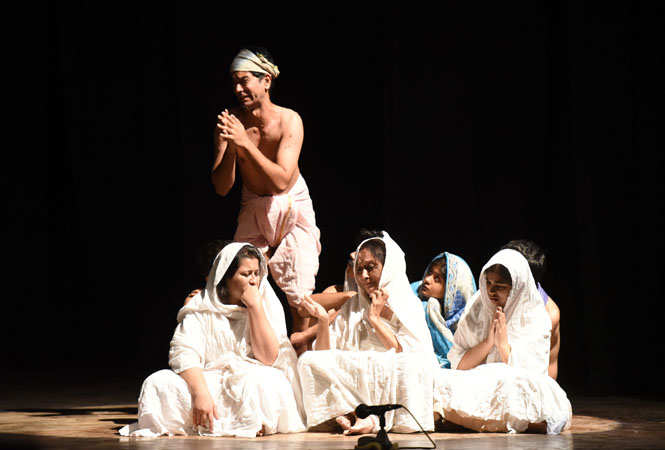Glimpses of the play Mohan Se Mahatma staged at Ravindra Manch