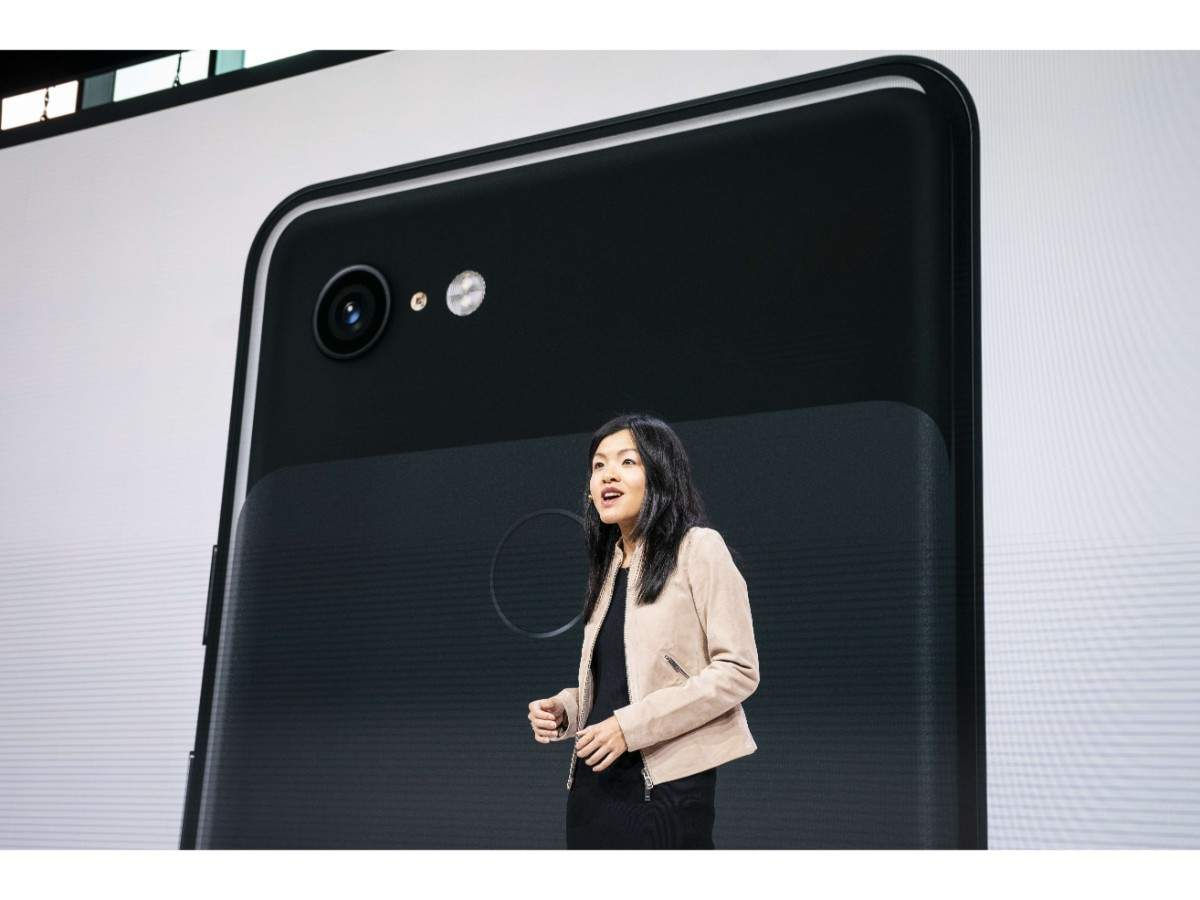 Unlike all other top-end smartphones in the market, the Pixel 3 and 3 XL sport only a single rear camera. The two phones feature single 12MP camera at the back.