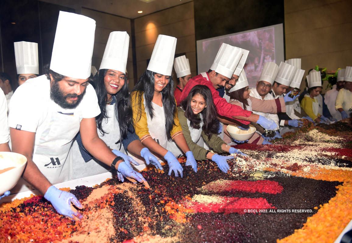 M-Town celebs participate in cake mixing
