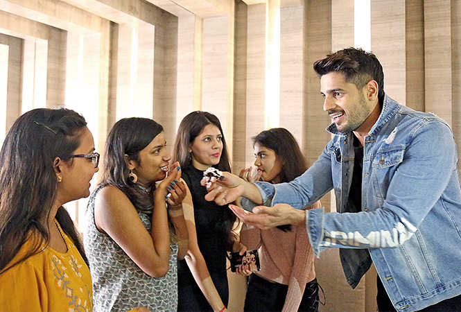 Sidharth interacted with over a dozen girls, his die-hard fans, at the hotel he was staying at in Lucknow (BCCL / Aditya Yadav)