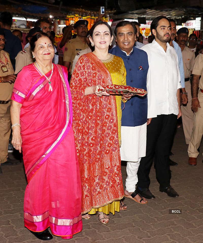 Ambani family at Siddhivinayak temple