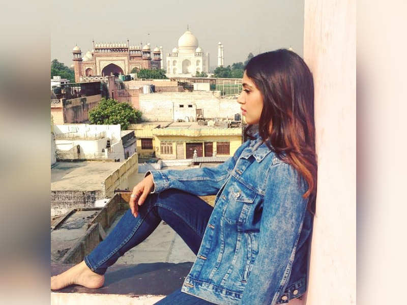 Bhumi Pednekar poses for a beautiful picture with Taj Mahal in the backdrop