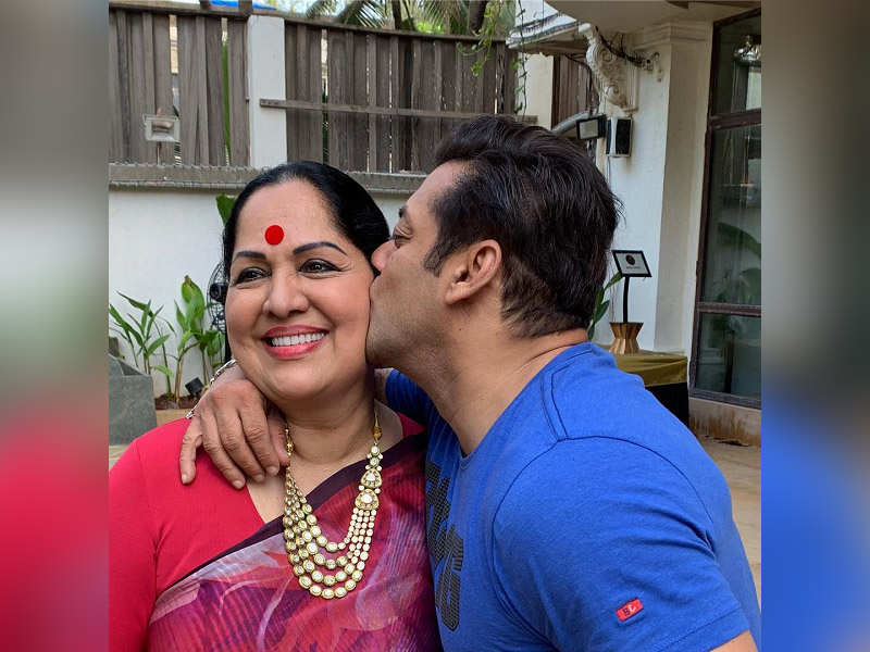 This Picture Of Salman Khan With Shilpa Shettys Mother Is The Cutest Thing You Will Come Across Today
