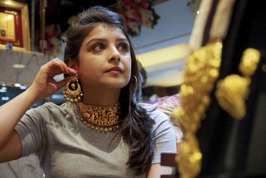 Gold loses sheen, down Rs 80 on weak trend overseas