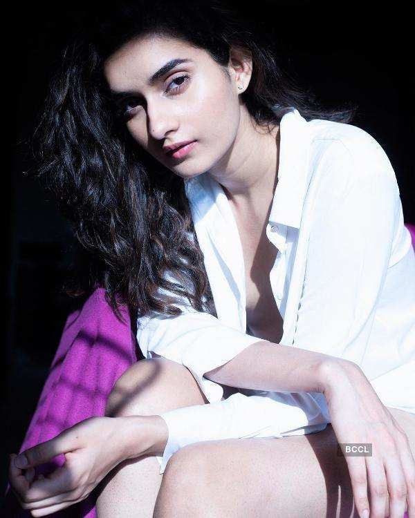 Roshni Sheoran looks divine in white