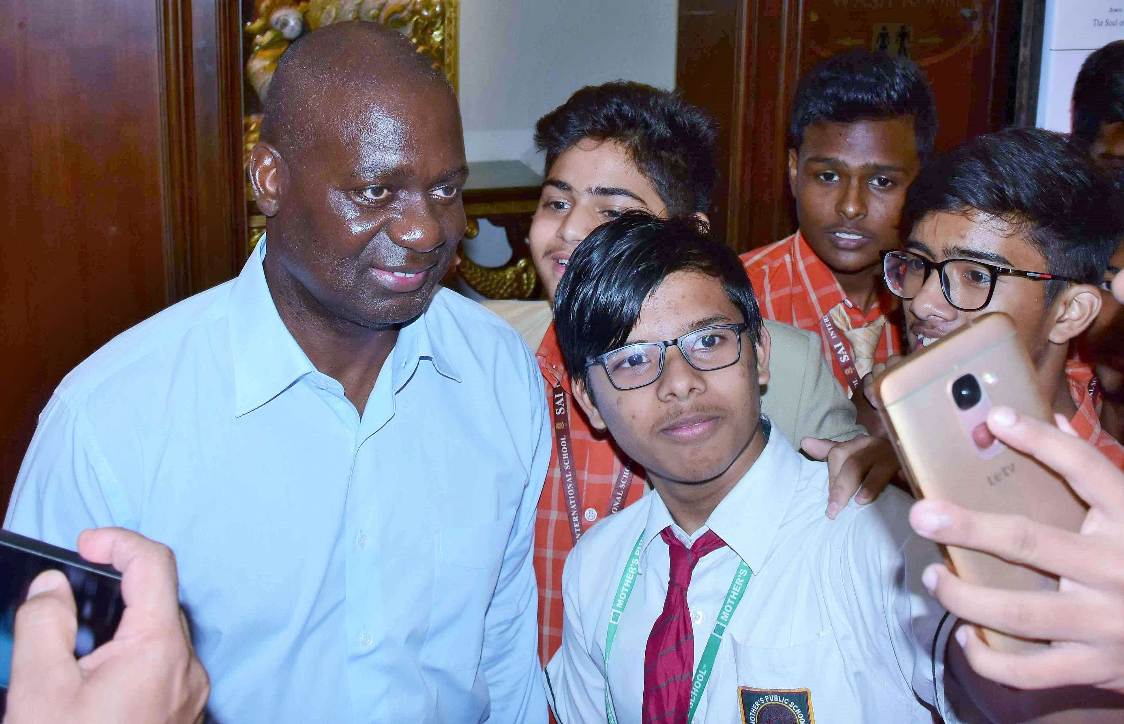 Ben Jonshon with school kids at the lit fest