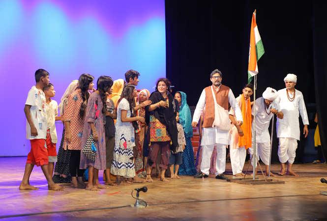 Glimpses of the play 'Bawri Ka Tiranga' staged at Ravindra Manch