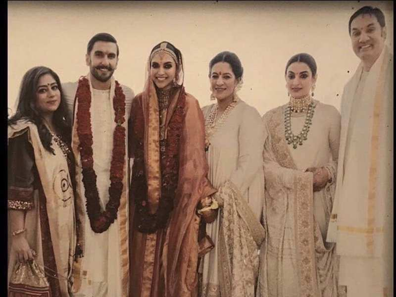 While Pictures From Deepika Padukone And Ranveer Singhs Wedding Have Been Coming Out One At A Time Their Fans Have Been Going Gaga Over All Of Them