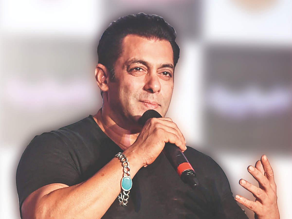 salman khan: Man threatens Salman Khan staffer for not