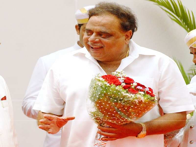 Fans pay last respects to Kannada rebel star MH Ambareesh