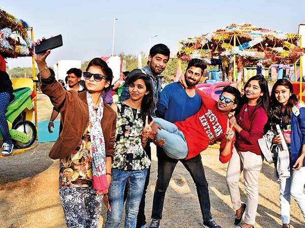 From a place to hang out  with friends, to going on an economical date, the mahotsav is a youngster's delight (BCCL/ Aditya Yadav)