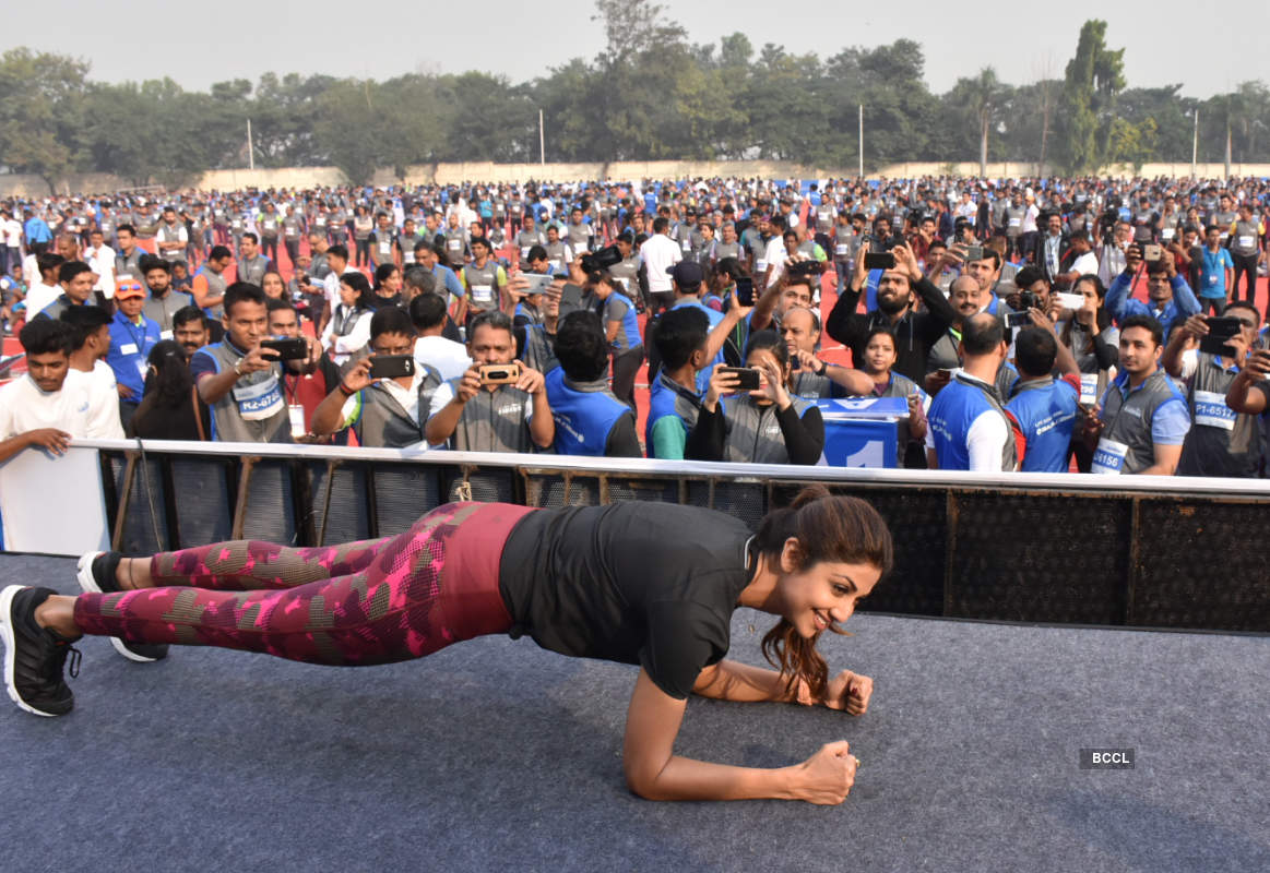 Shilpa Shetty sets world record with 2k participants in 'Plankathon'