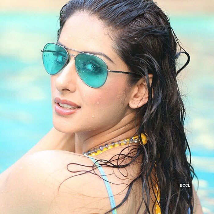 Porus fame Sameksha teases cyberspace with her sultry pictures