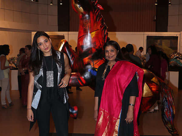 Sujata-with-her-daughter-Helena