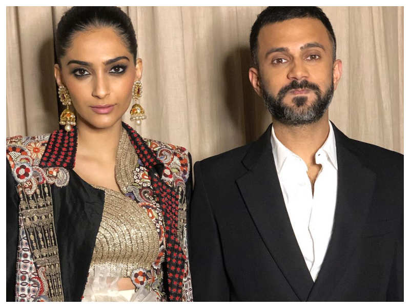 This picture of Sonam K Ahuja and Anand Ahuja proves that they are ...