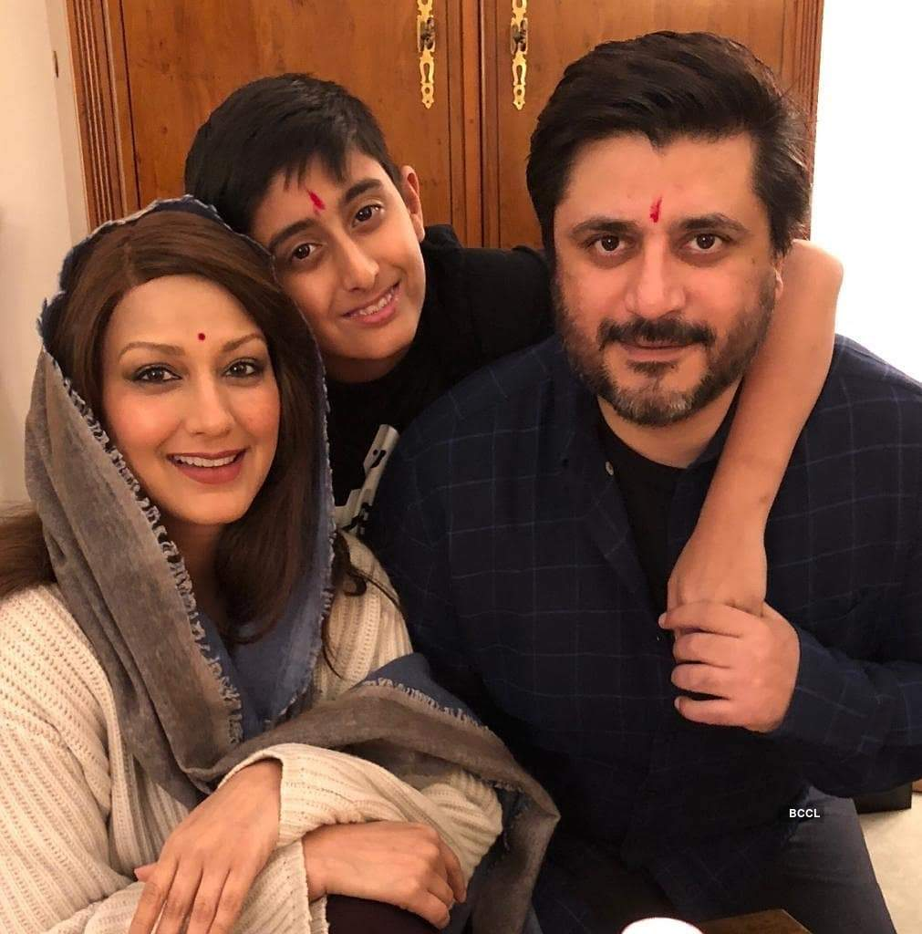 After a long battle with cancer, Sonali Bendre celebrates Dhanteras with family