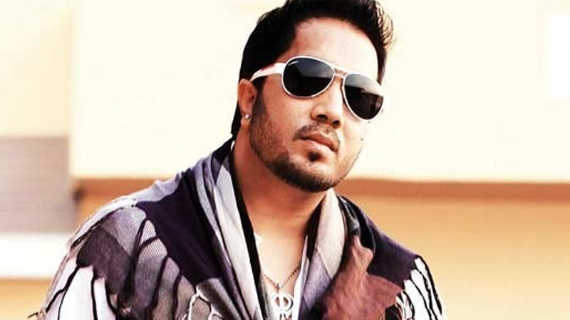 Singer Mika Singh arrested in Dubai for allegedly sending inappropriate pics to a model
