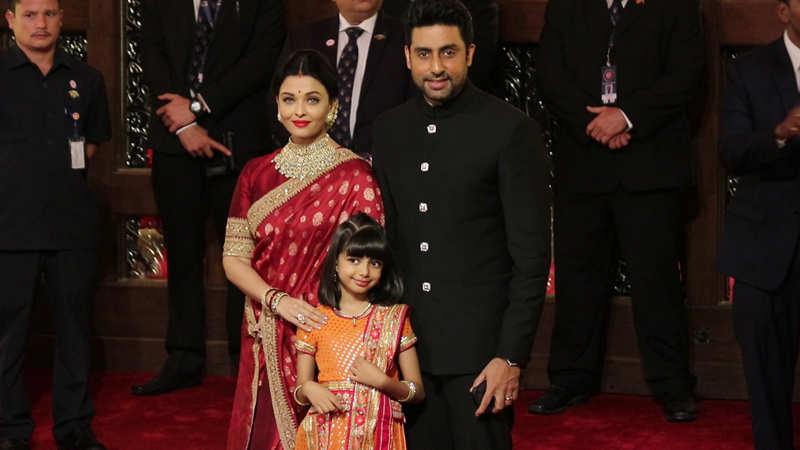 Perfect family! Aishwarya Rai Bachchan, Abhishek Bachchan and Aaradhya Bachchan pose for shutterbugs at Isha Ambani-Anand Piramal's wedding