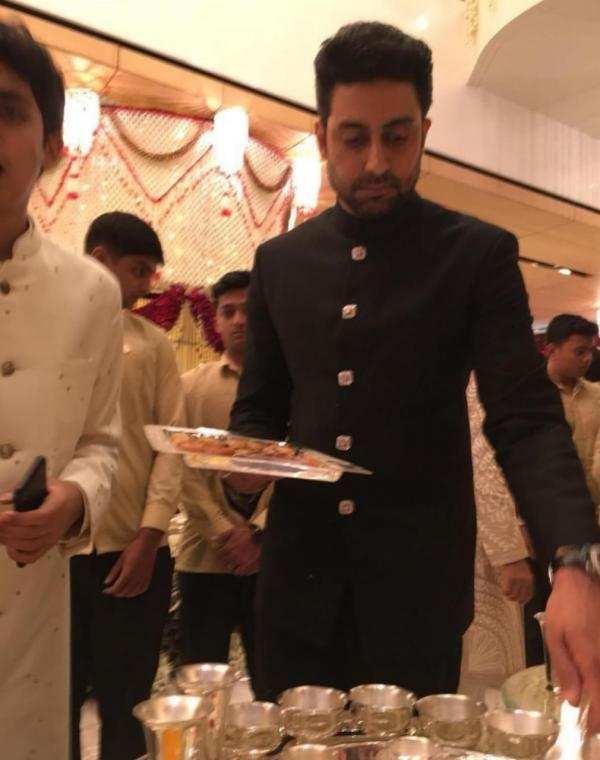 Abhishek Bachchan has THIS to say about Big B SRK Aamir and Aishwarya serving food at the Ambani wedding(1)