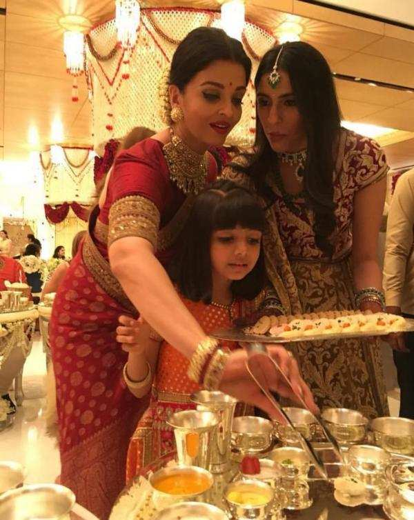 Abhishek Bachchan has THIS to say about Big B SRK Aamir and Aishwarya serving food at the Ambani wedding(4)