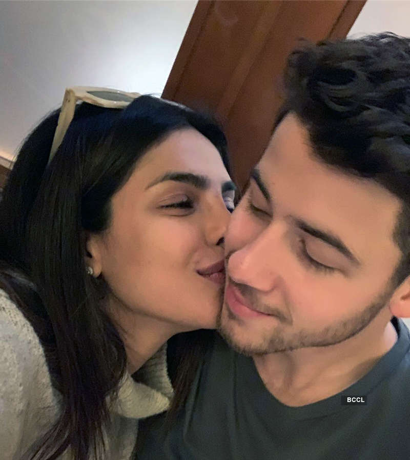 Priyanka Chopra's new vacation selfie will make you pack your bags!