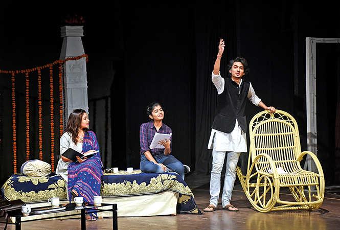 (L-R) Bhavya , Mohini Dubey and Vibhu Kaushik in a scene from the play Atal-Vakya (BCCL/ Vishnu Jaiswal)