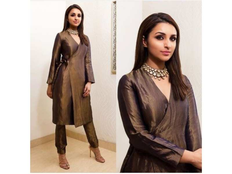 b9ec30205e She styled a super trendy wrap kurta with a pair of cigarette pants. You  could even team your kurta with culottes if you re ...