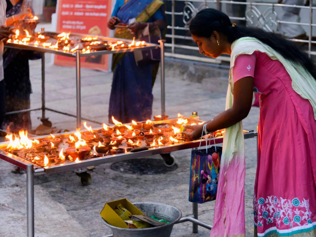 Shani Amavasya 2019 Kab Hai: Date, Times, History, Significance, Upay and Benefits of Shani Puja shani amavasya ke upay