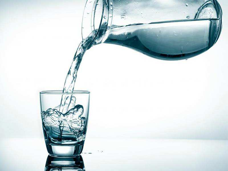 Should you drink hot or chilled water for weight loss? | The Times of India