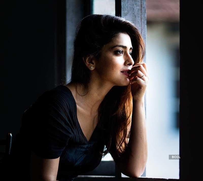 Shriya Saran Hot & Sexy Photos
