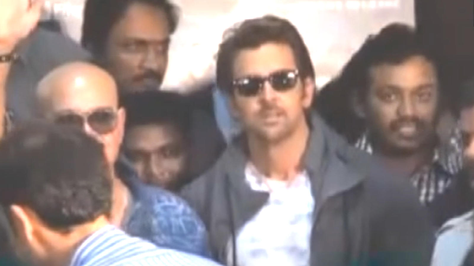 B-town extends birthday wishes to Hrithik Roshan