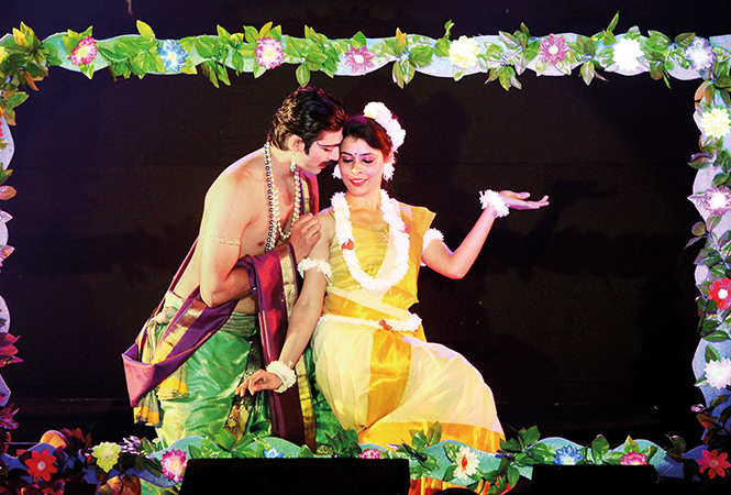 Ashwin Verma and Karishma Desale in the play (BCCL/ Arvind Kumar)