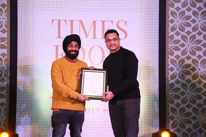 Best Bar Pub with Dancing (Nightlife)F Bar & Lounge -Lokesh Sharma receive the award from Inderjit Singh Dhingra Senior Manager Trade Marketing, Pernod Ricard India
