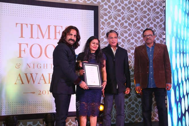 TAFE Best Health Food Restaurant -'Go Native' Café Quaint- Twinkle Singh, Preet Singh and Brijendra Singh receive the award from  fashion designer Himmat Singh