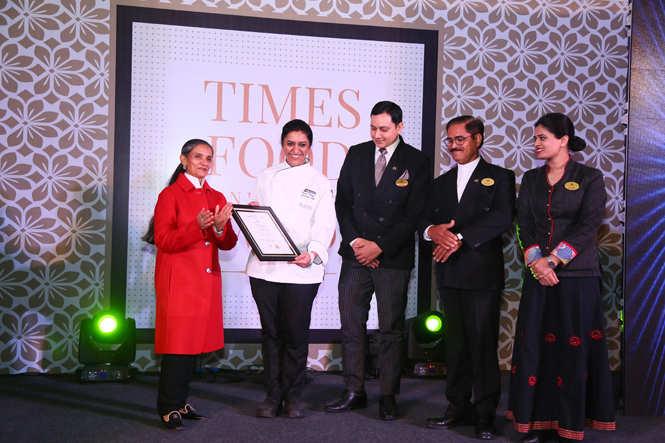 Best Multi Cuisine (Premium) Jaipur Pavilion (L-R) Chef Parul Kapoor, Vikram Kaplish, Mahender Rathore and Archana Bhadouria receive the award from literary consultant Mita Kapur