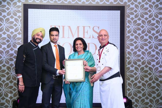 Best Rajasthani (Premium) Chaandi (L-R  Chef Japvir Vohra, Rahul Kaintura and Chef Vinod Kumar receive the award from Usha Poonia